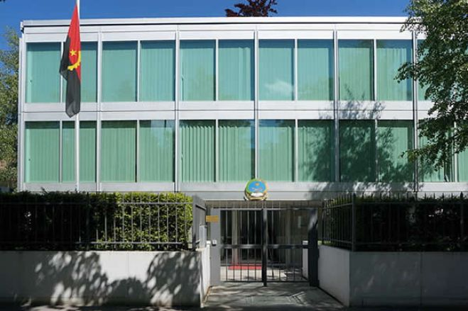 """Governo angolano """"surpreso"""" com dívidas das missões diplomáticas"""