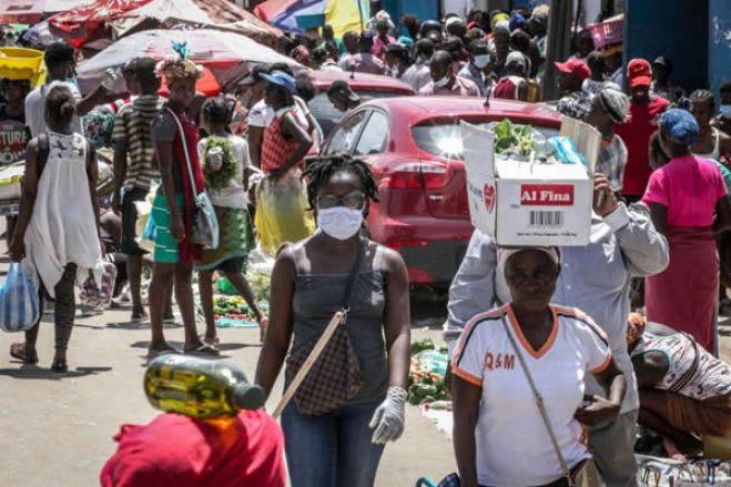 """Pandemia e crise económica criaram """"tempestade perfeita"""" em Angola"""
