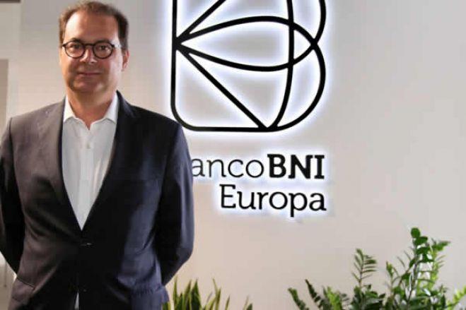 Angolanos injetam 4 milhões no BNI Europa à espera de comprador para o banco
