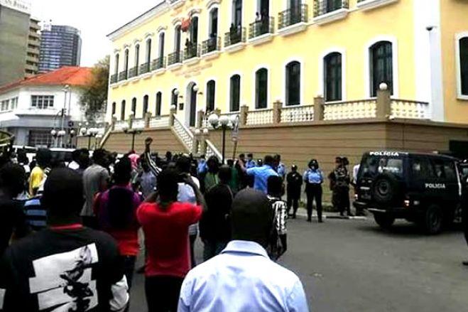 Tribunal de Luanda prepara-se para condenar activistas detidos no último sábado
