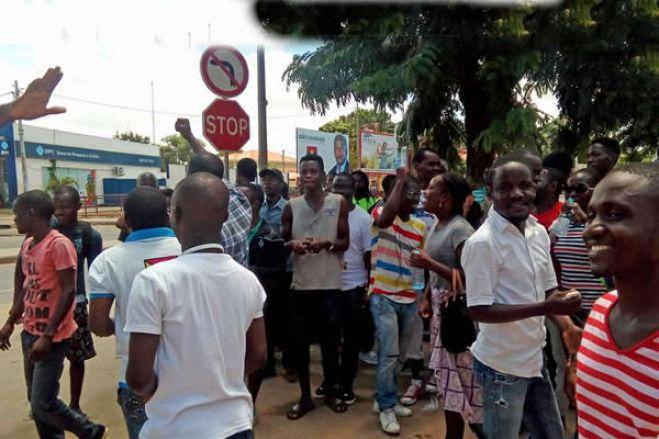 Oito em cada 10 angolanos dão nota negativa a desempenho económico do Governo - estudo
