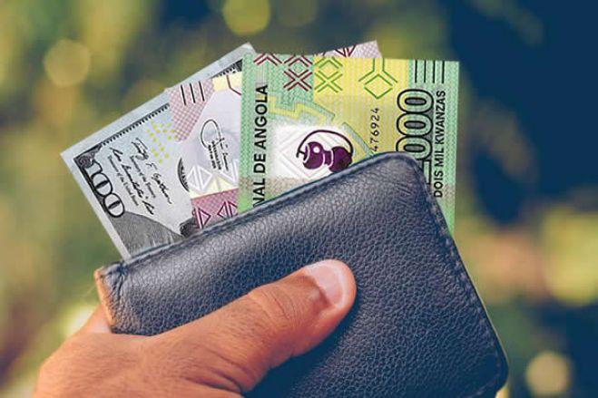 Já é mais barato comprar divisas no informal que na banca comercial