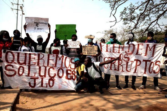 Jovens marcham em Luanda por mais medidas contra a covid e contra a pobreza