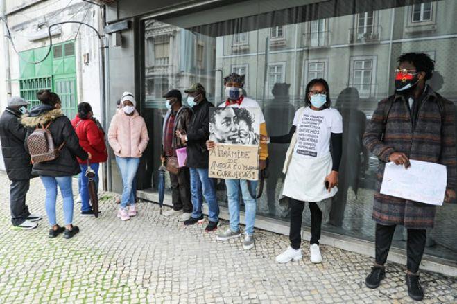 """Doentes angolanos em Portugal contra regresso que dizem ser """"uma sentença de morte"""""""