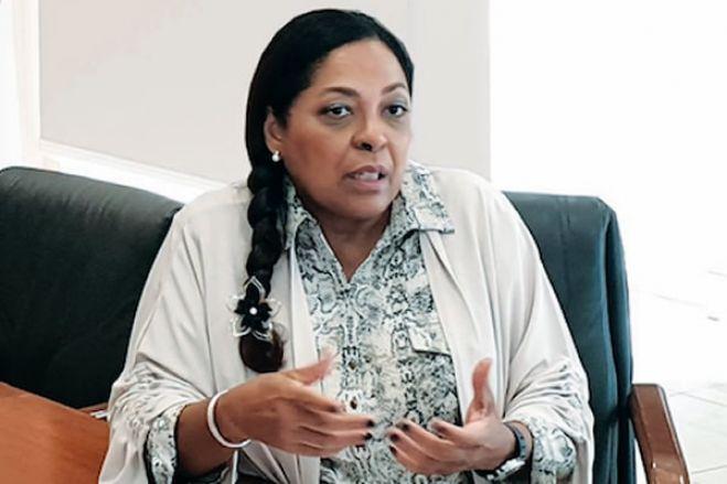 """Irene Neto diz que ações judiciais em Angola """"têm substrato político"""""""