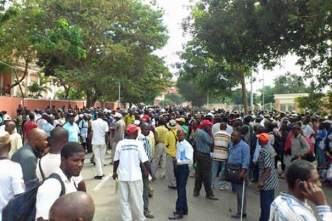 """Ex-trabalhadores da Endiama ameaçam """"abandonar o MPLA"""""""