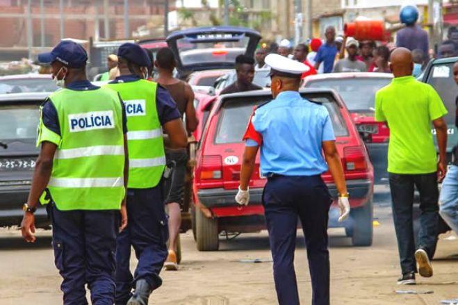 """Luanda: Polícia angolana acusada de extorquir dinheiro a """"candongueiros"""""""