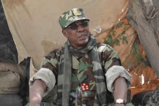Presidente do Chade, Idriss Déby, morre após ser ferido na linha de frente, diz exército