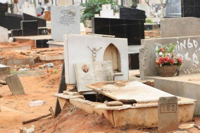 Grupo invade cemitérios no Cuanza Sul à procura de mercúrio enterrado com idoso