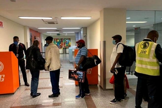 Cinco cidadãos detidos no Aeroporto com passaportes e vistos falsos da RDC durante embarque