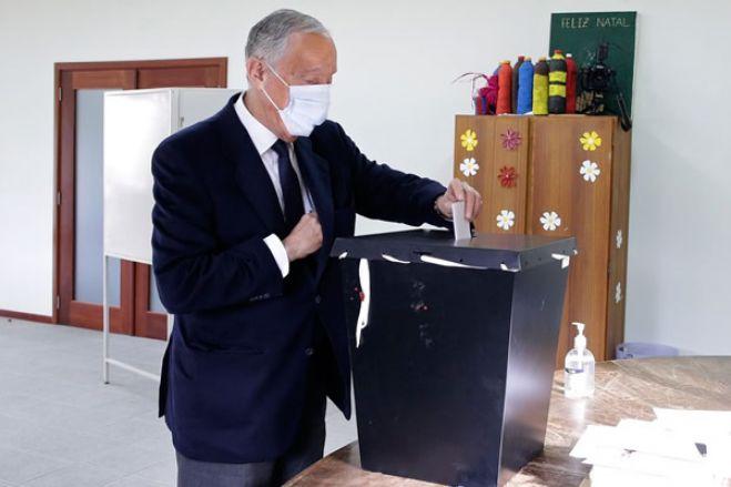 Marcelo Rebelo de Sousa é reeleito presidente de Portugal, segundo projeções