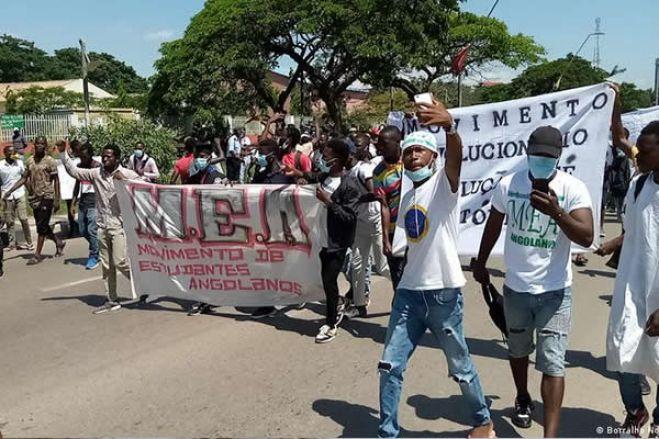 """Estudantes avançam com queixa-crime contra a polícia  """"por agressões brutais"""""""