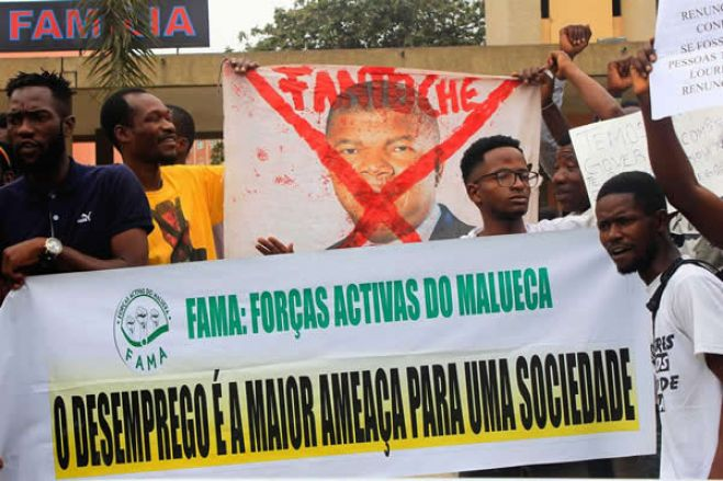 """""""Cuidado com MPLA, também é pandemia"""" - dizem manifestantes"""