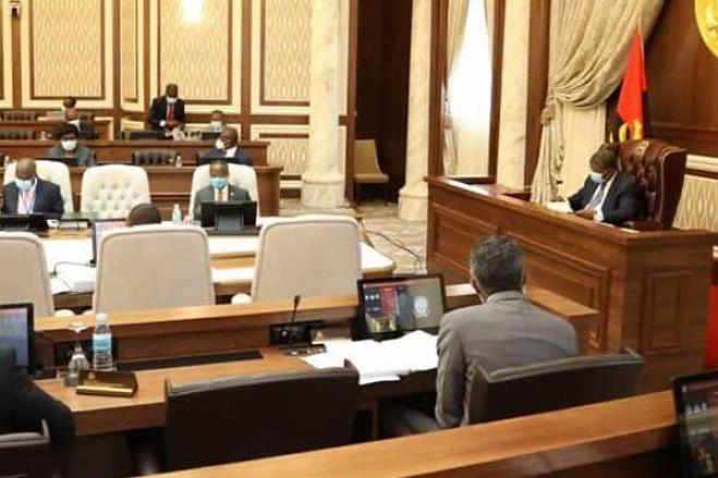 """Governo diz que revisão constitucional visa """"fortalecer o Estado de direito"""""""