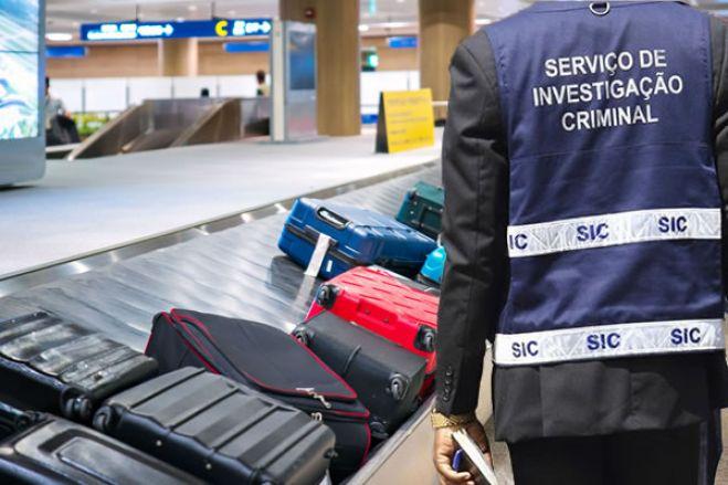 Angolana detida no aeroporto de Luanda com 35 cápsulas de cocaína