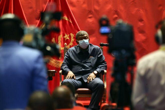 """O que o diálogo de JLO com a """"juventude"""" nos diz sobre Angola?"""