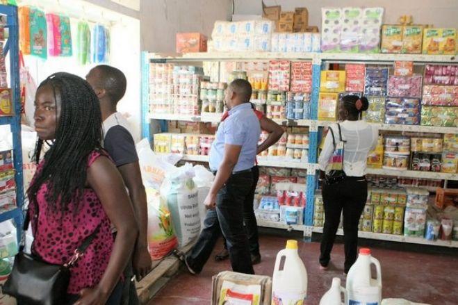 Angola enfrenta recessão de 0,4% este ano e dívida sobe para 87% - FocusEconomics