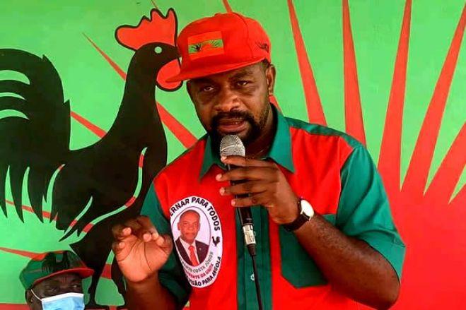Jornalistas angolanos tentam fazer o banquete no estrangeiro para associar figuras da oposição