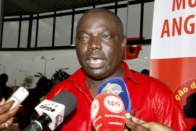 Bento Kangamba triste pelo ultimato diz que a FAF só quer manchar o nome do Kabuscorp