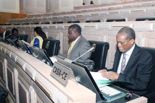 Direcção da CASA-CE vai substituir deputados independentes que apoiam Chivukuvuku