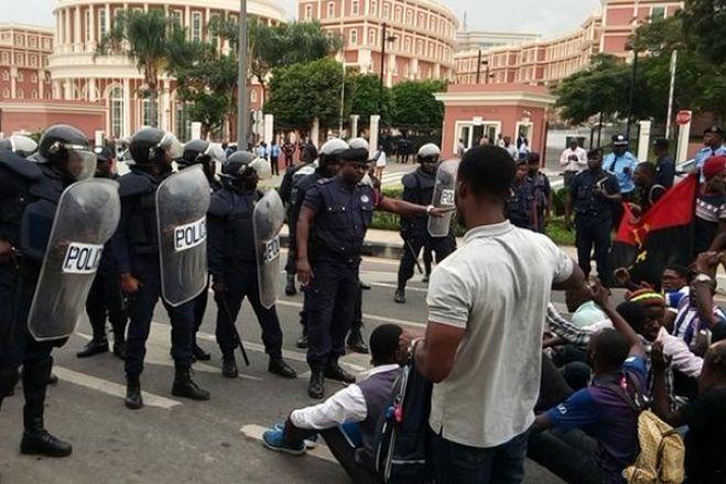 Polícia de Luanda trava protesto contra tomada de posse de presidente da CNE