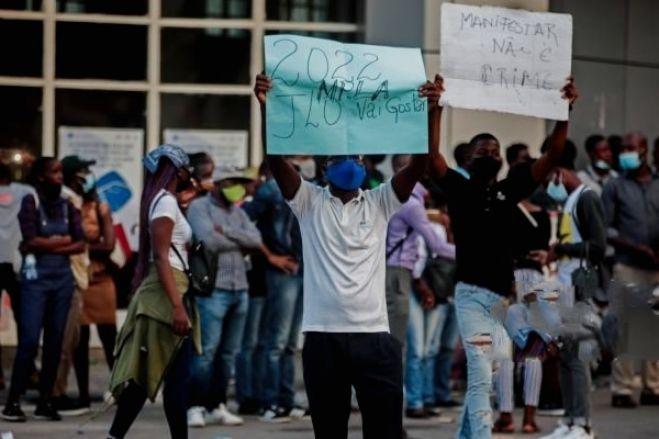 Tribunal de Luanda liberta mais um jornalista e continua a ouvir manifestantes detidos