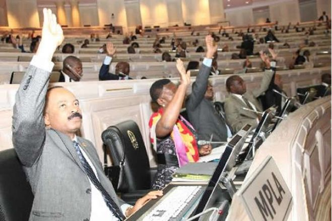 "Parlamento chumba proposta da UNITA sobre ""tratamento desigual"" dos partidos na imprensa pública"