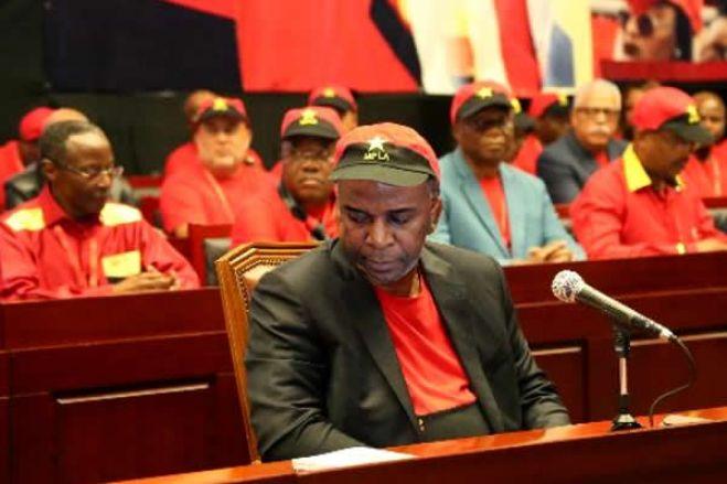 """Em defesa atabalhoada  de """"Edeltrudes"""" o Bureau Político do MPLA insiste em defecar pela boca"""