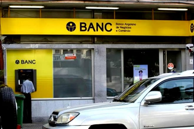 Património do BANC causa conflito entre antigos trabalhadores e juiz