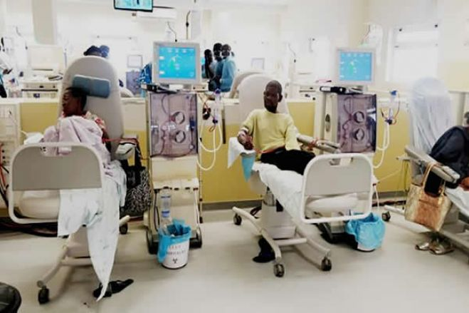 Urgente: Doentes de diálise no Américo Boavida com quadros preocupantes