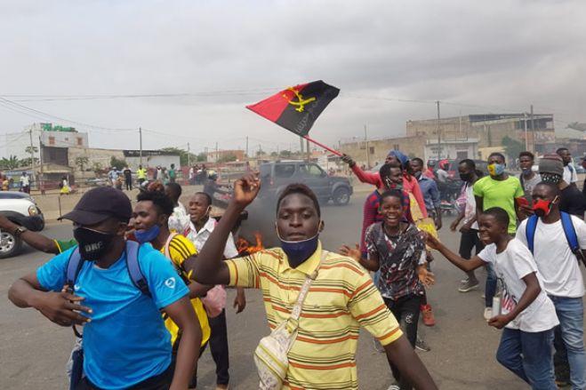 Qual é a razão de manifestação em Angola?