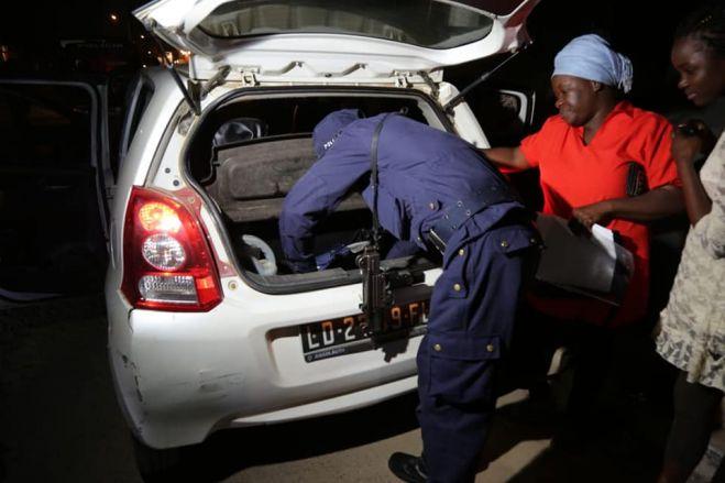 Polícia angolana anuncia fim de postos de controlo nas estradas para permitir desenvolvimento