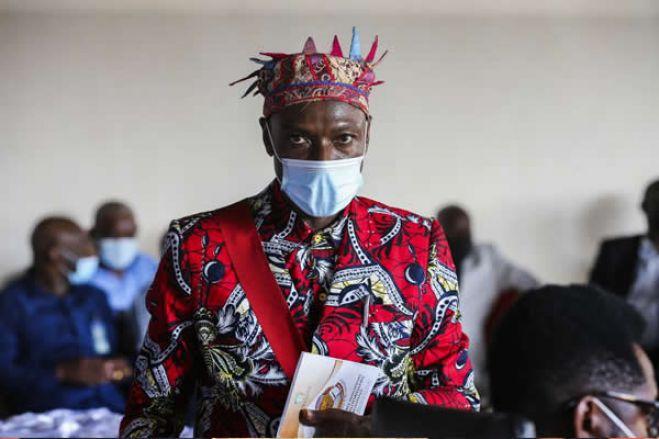 """Rei das Lundas lamenta que recursos naturais sejam """"maldição"""" para angolanos"""