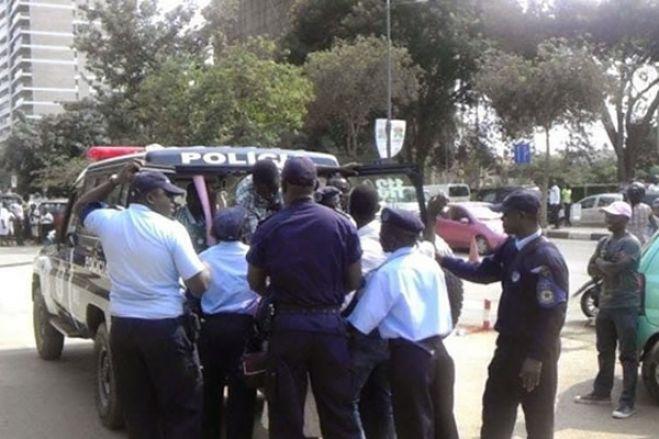 """Cidadãos detidos durante manifestação foram """"obrigatoriamente"""" submetidos à testes da Covid-19"""
