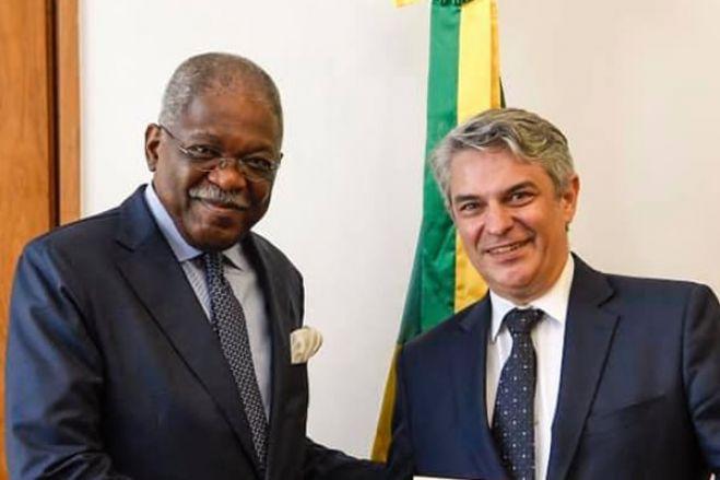 Governo do Brasil convoca embaixador de Angola para esclarecer deportação de brasileiros