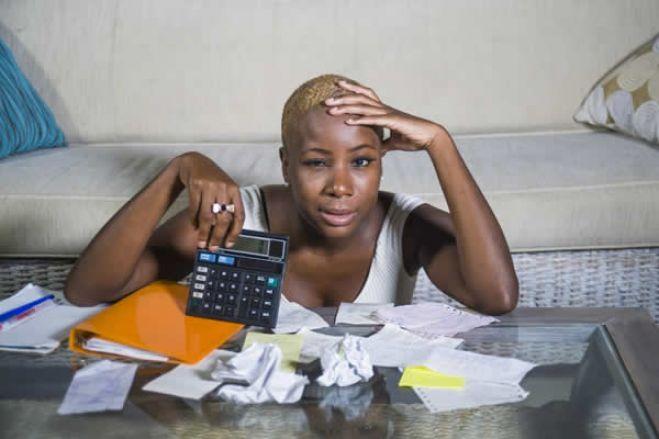 Consultora prevê que desvalorização do kwanza atire dívida pública de Angola para 105% do PIB