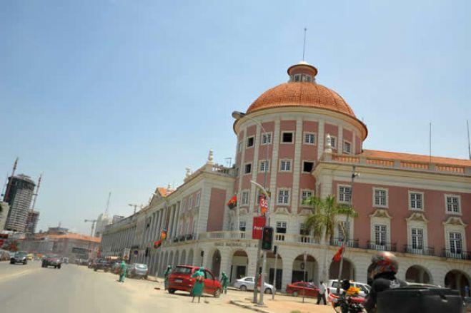 Angola vai abrir plataforma de negociação de divisas a empresas de diamantes e ao Tesouro