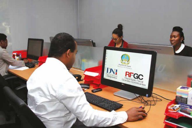 """Angola """"simplifica"""" processos administrativos para """"combater corrupção"""" nos serviços públicos"""