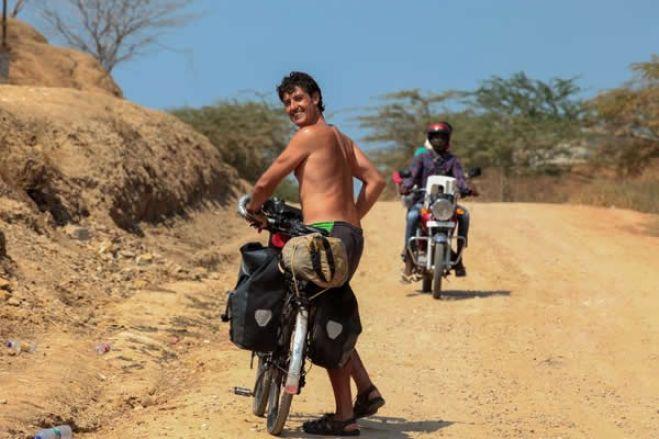Espanhol pedalou 26 mil quilómetros e ficou de quarentena num paraíso angolano