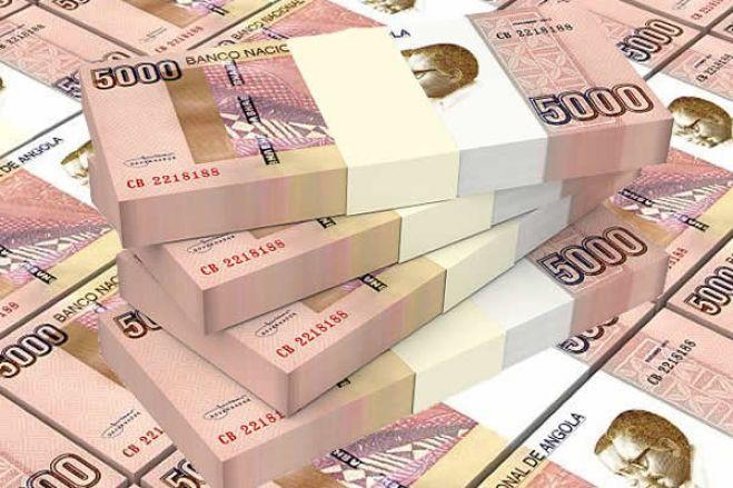 Kwanza com desvalorização acelerada face ao euro e dólar