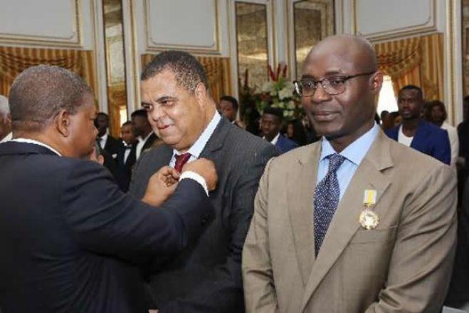 Empresário condenado por burla pela justiça portuguesa é condecorado pelo presidente angolano