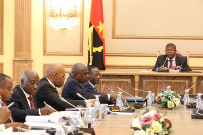 Crise em Angola: Executivo angolano reduz ministérios de 28 para 21