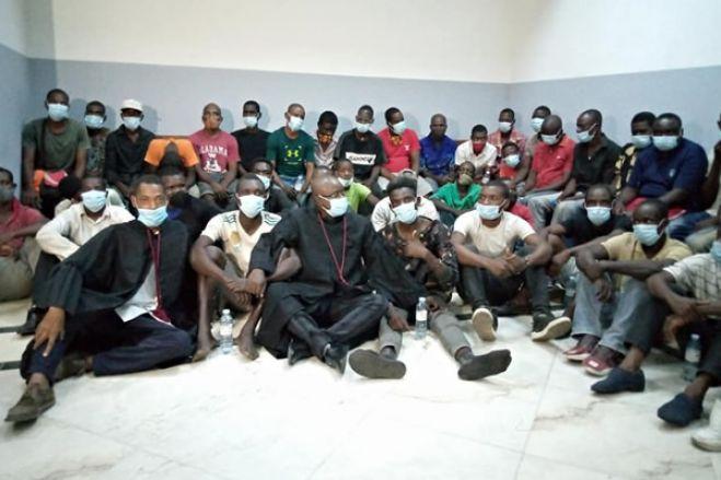 Dois dos cem detidos em manifestação de Luanda testaram positivo da  covid-19