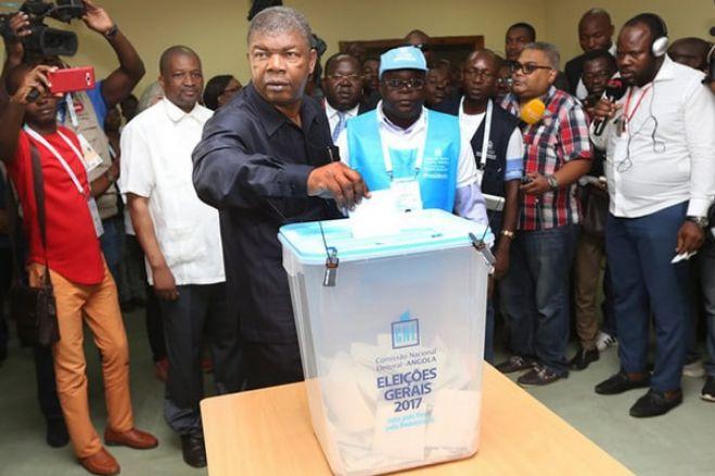 Se já é rotina o voto ser manipulado e manifestações serem reprimidas pela violência policial