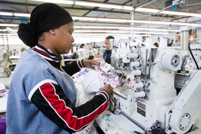 """Três fábricas têxteis construídas com fundos públicos voltam às """"mãos"""" do Estado"""