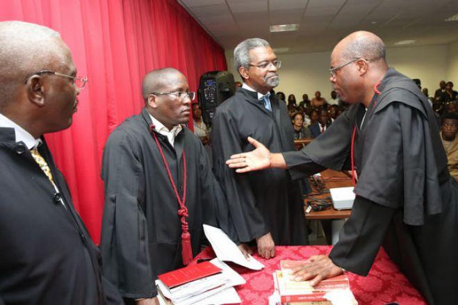 Luta contra a corrupção em Angola bloqueada nos tribunais - ass. advogados