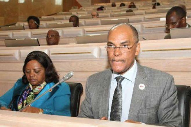 Deputados da oposição pedem alteração da Constituição