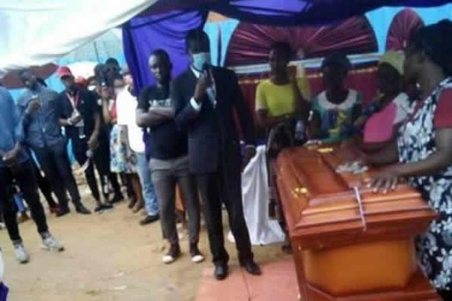 Familiares dão último adeus a Inocêncio de Matos e clamam por justiça pela sua alma