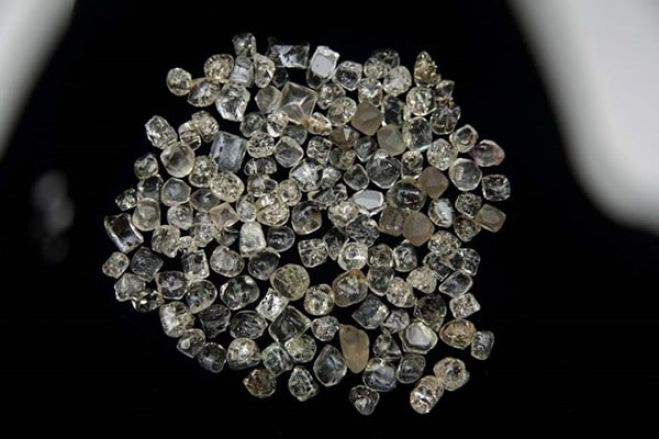 Mais de 220 pedras de diamantes apreendidas com um cidadão de 26 anos de idade