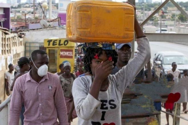 """Estado de Emergência é necessário mas """"pobres vão sofrer mais"""", dizem analistas"""